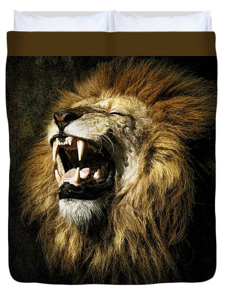 Duvet Cover featuring the photograph Roar by Brian Tarr