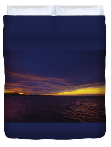 Duvet Cover featuring the photograph Roatan Sunset by Stephen Anderson