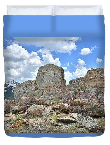 Rock Cropping At Big Horn Pass Duvet Cover