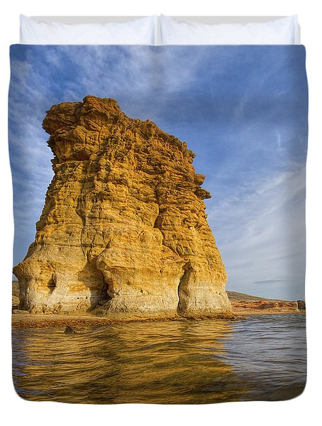 Rock Pillar At Wilson Lake Duvet Cover