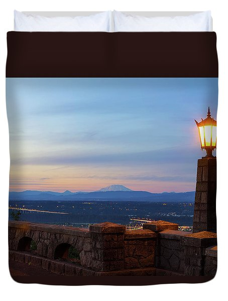 Rocky Butte Viewpoint At Sunset Duvet Cover by David Gn