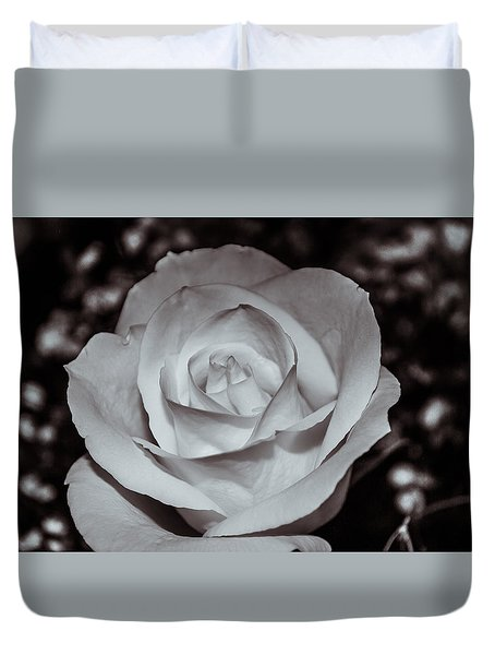 Rose B/w - 9166 Duvet Cover by G L Sarti