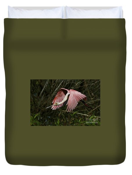 Roseate Spoonbill Flight Duvet Cover