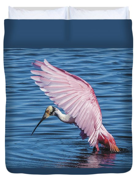 Roseate Spoonbill Profile With Wings Over Her Head Duvet Cover