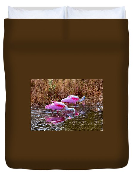 Roseate Spoonbills Swishing For Food Duvet Cover