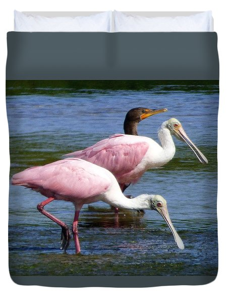 Duvet Cover featuring the painting Roseate Spoonbll Pair by Melinda Saminski