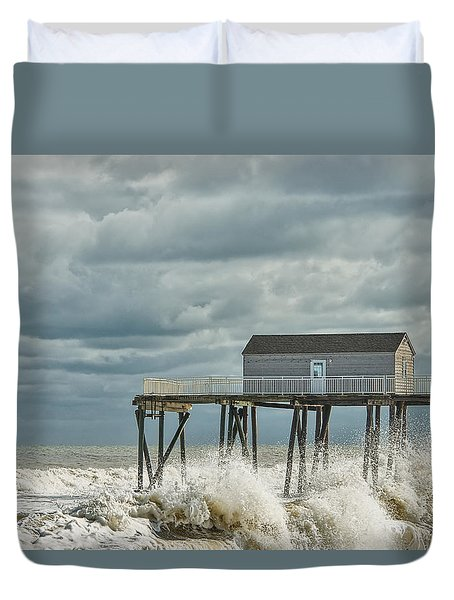 Rough Surf At The Fishing Pier Duvet Cover