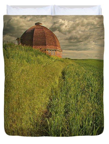 Round Barn Duvet Cover