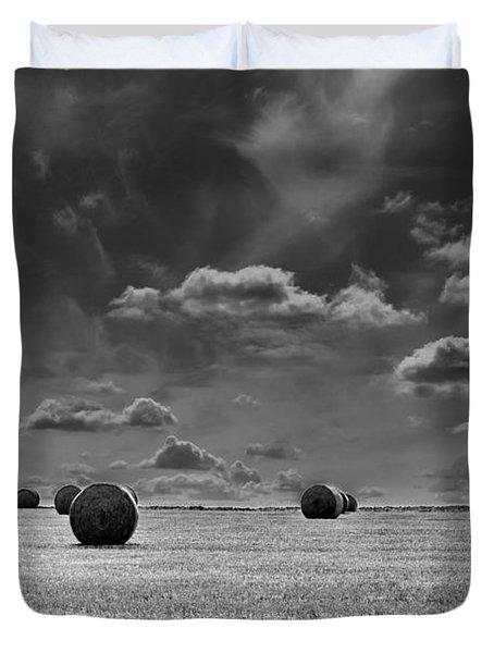 Round Straw Bales Landscape Duvet Cover