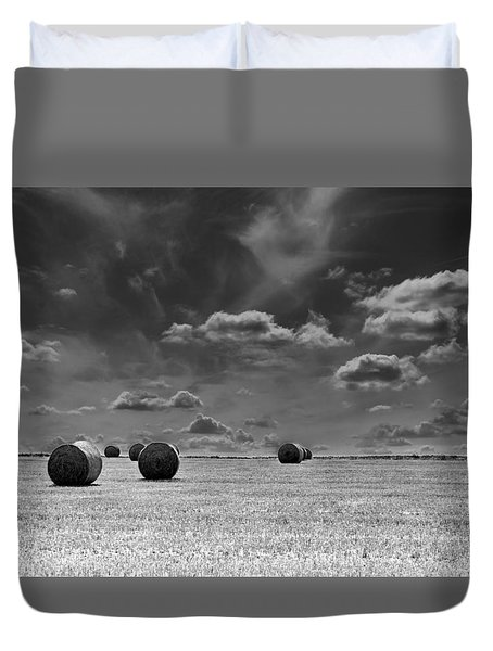 Round Straw Bales Landscape Duvet Cover by John Williams
