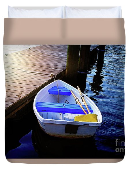 Rowboat At Sunset Duvet Cover