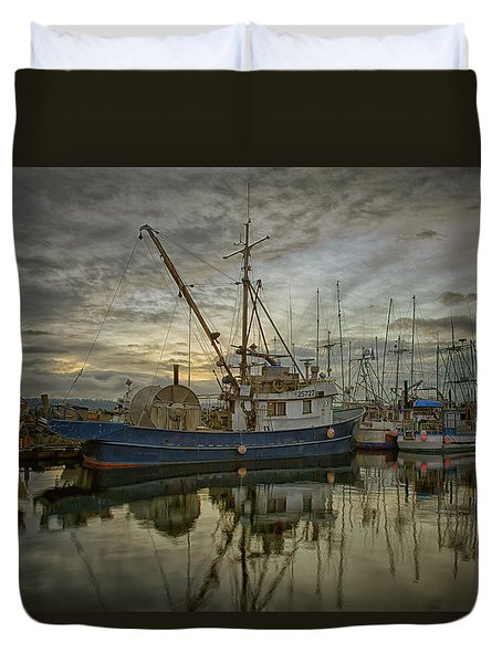 Duvet Cover featuring the photograph Royal Banker by Randy Hall