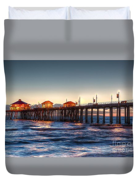 Ruby's Surf City Diner At Twilight - Huntington Beach Pier Duvet Cover by Jim Carrell