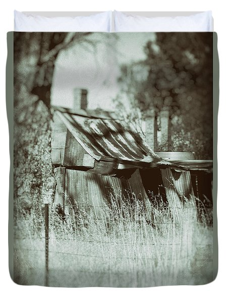 Duvet Cover featuring the photograph Rural Reminiscence by Linda Lees