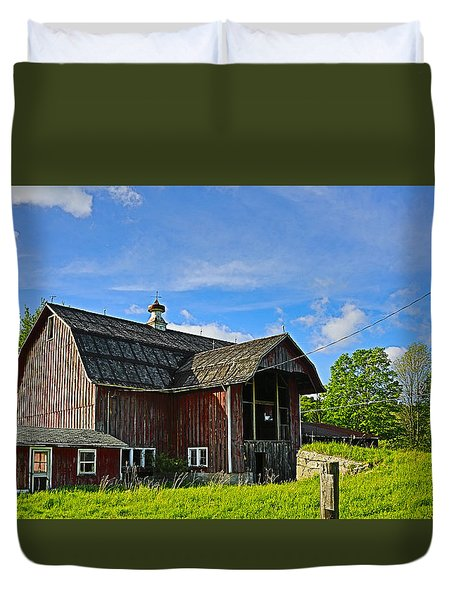 Duvet Cover featuring the photograph Rustic Barn In The Catskills by Paula Porterfield-Izzo
