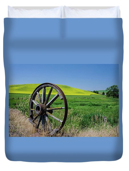 Rustic Wagon Wheel In The Palouse Duvet Cover