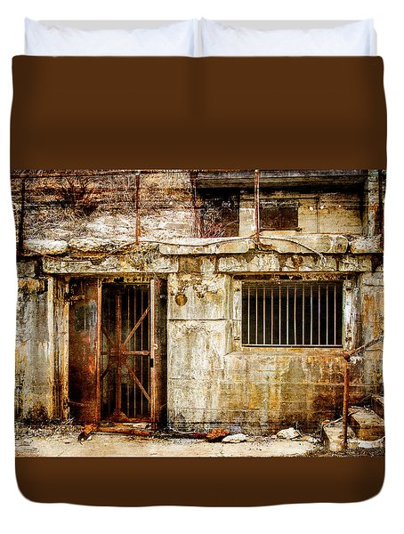 Rusty Brig At Fort Hancock Duvet Cover by Eleanor Abramson