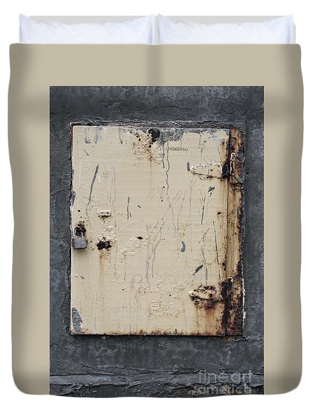 Rusty Yellow Door On A Grey Wall At The Old Farmington Winery Duvet Cover by Sandra Church