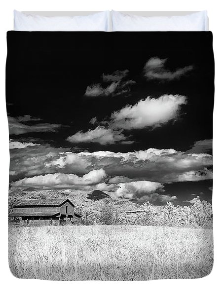 S C Upstate Barn Bw Duvet Cover