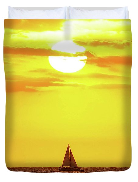 Duvet Cover featuring the photograph Sailing In Hawaiian Sunshine by D Davila