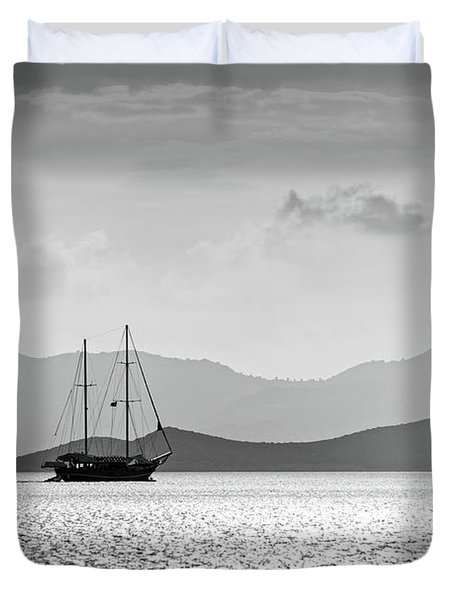Sailing In The Sunset Duvet Cover