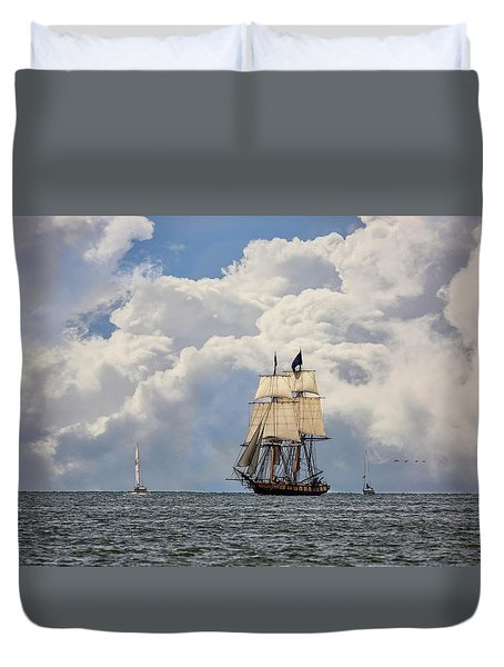 Duvet Cover featuring the photograph Sailing To Port by Dale Kincaid