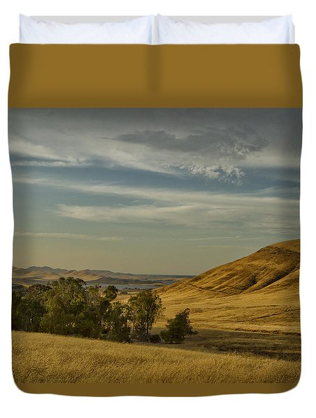 Duvet Cover featuring the photograph San Luis Reservoir 9891 by Tom Kelly