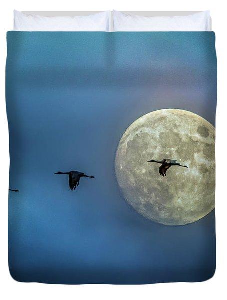 Sandhill Cranes With Full Moon Duvet Cover