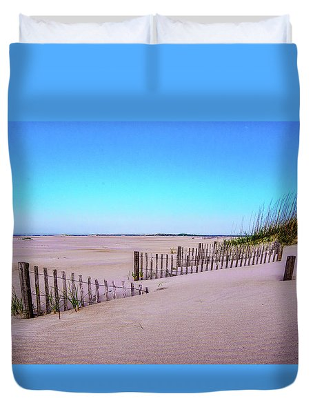 Sand  Fences On The Bogue Banks Duvet Cover by John Harding