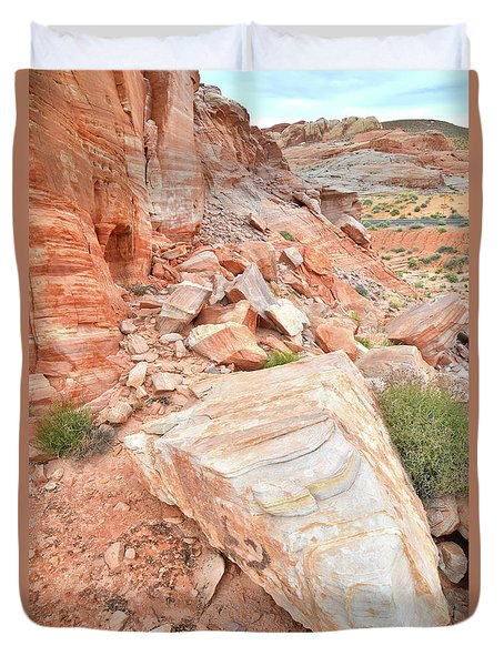 Duvet Cover featuring the photograph Sandstone Arrowhead In Valley Of Fire by Ray Mathis