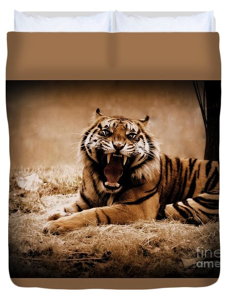 Duvet Cover featuring the photograph Saying Hello by Lisa L Silva