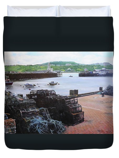 Scarborough Harbour. Duvet Cover by Harry Robertson