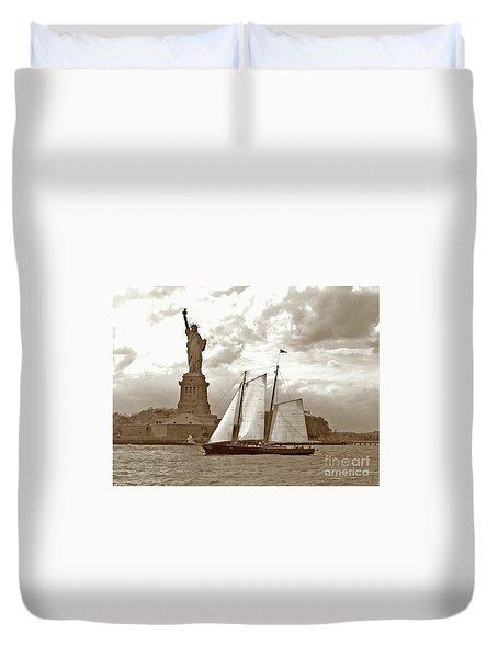 Schooner At Statue Of Liberty Twurl Duvet Cover