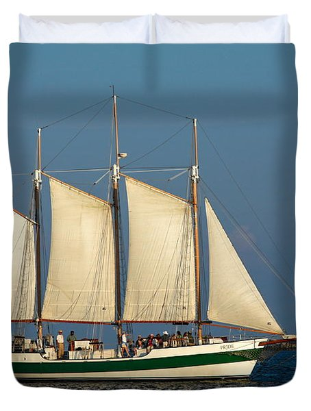 Schooner By Fort Sumter Duvet Cover