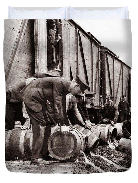Scranton Police Dumping Beer During Prohibition  Scranton Pa 1920 To 1933 Duvet Cover