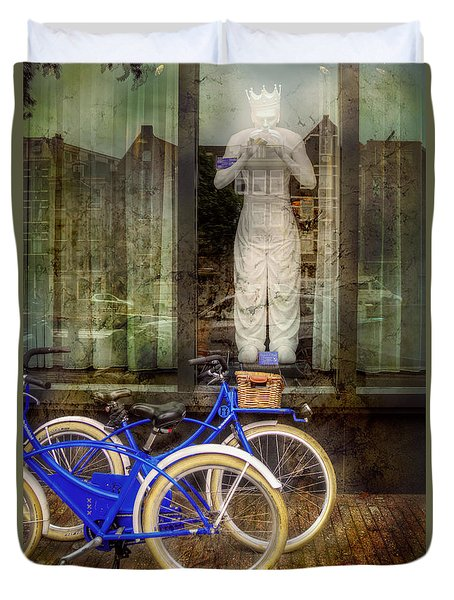 Duvet Cover featuring the photograph Screaming King Bike by Craig J Satterlee