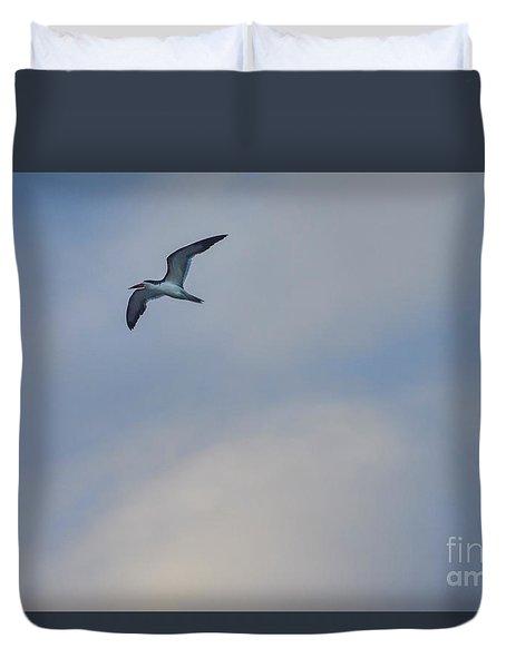Sea Bird In Flight Duvet Cover