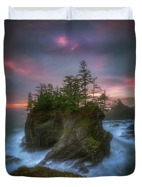 Sea Stack With Trees Of Oregon Coast Duvet Cover