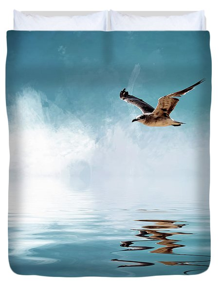 Seagull In Flight Duvet Cover by Cyndy Doty
