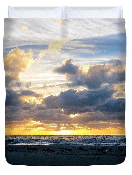 Seagulls On The Beach At Sunrise Duvet Cover