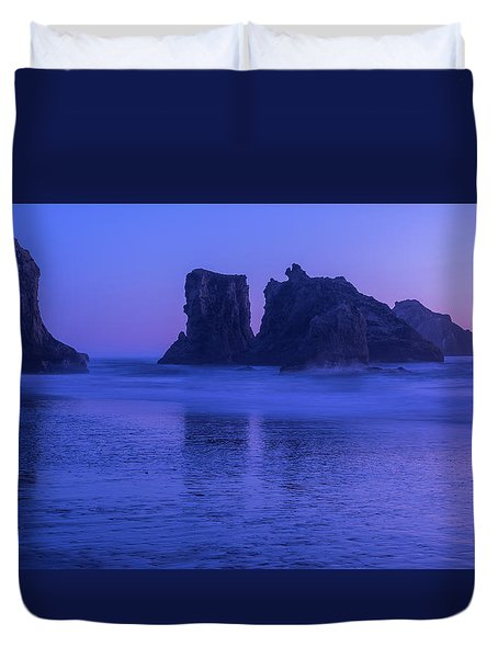 Seastack Sunset In Bandon Duvet Cover