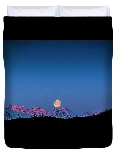 Setting Moon Over Alaskan Peaks Duvet Cover