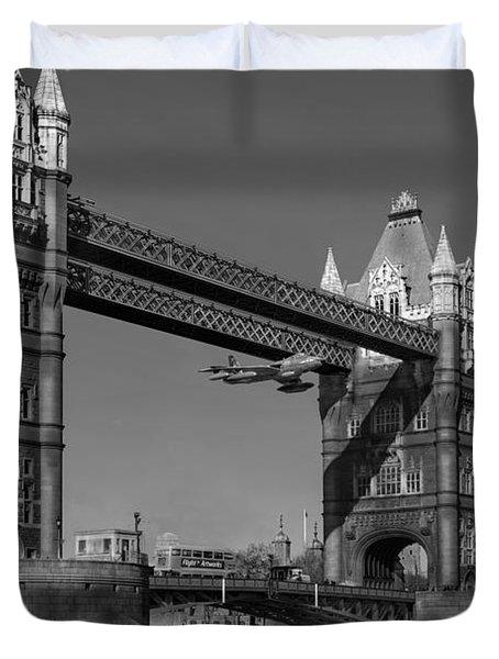 Seven Seconds - The Tower Bridge Hawker Hunter Incident Bw Versio Duvet Cover