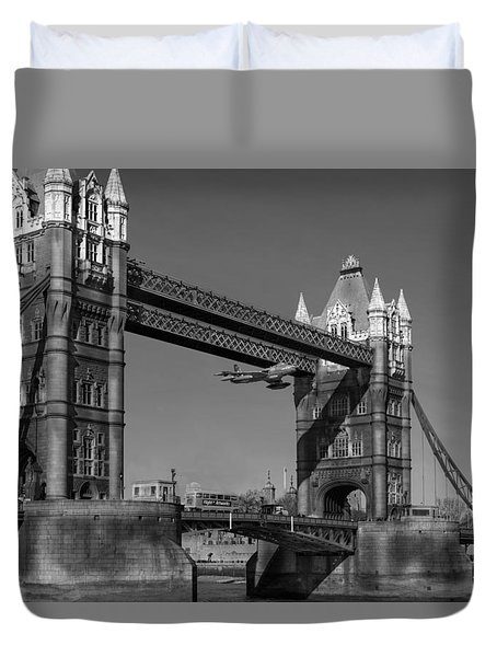 Seven Seconds - The Tower Bridge Hawker Hunter Incident Bw Versio Duvet Cover