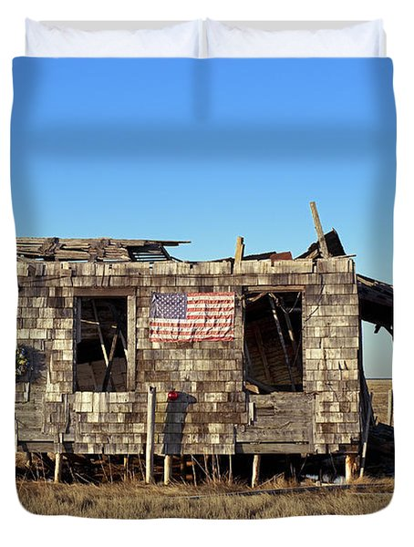 Shack With American Flag Duvet Cover by John Greim