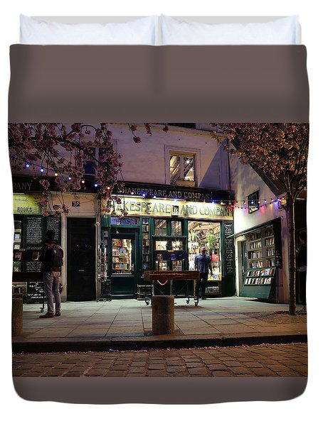 Duvet Cover featuring the photograph Shakespeare Book Shop 1 by Andrew Fare