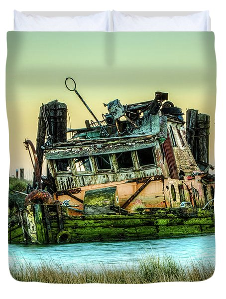 Shipwreck - Mary D. Hume Duvet Cover