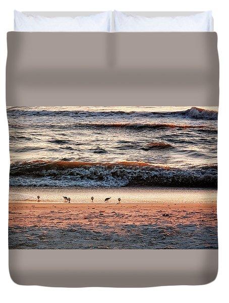 Duvet Cover featuring the photograph Shorebirds by Lars Lentz