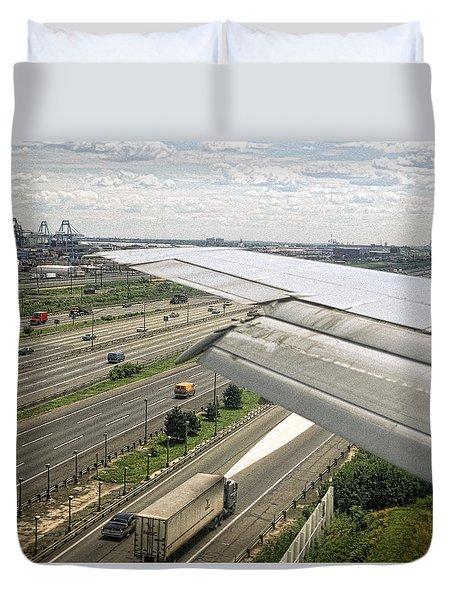 Short Runway Landing At Newark Liberty Airport Duvet Cover