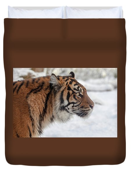 Side Portrait Of A Sumatran Tiger In The Snow Duvet Cover